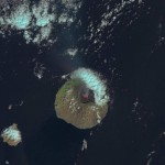Auf dem Satelitenfoto des Landsat 8 sieht man das Ausmaß der Lavaströme sehr gut.