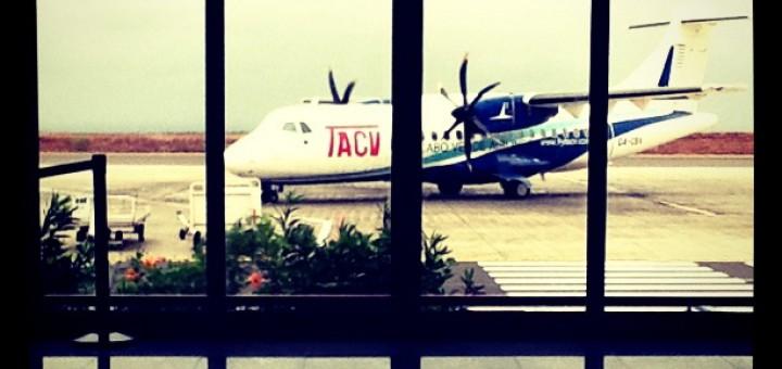 TACV Maschine am Flughafen Praia