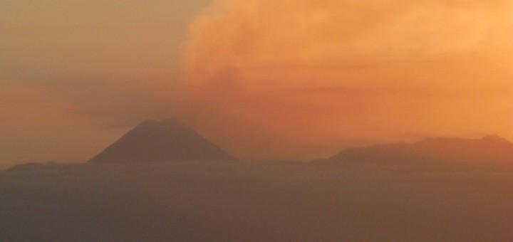 Fogo Vulkanausbruch. Wolke über der Insel. Foto: Christian Fu Müller