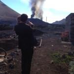 Theo mit seiner kleinen Tochter. Fogo Vulkanausbrauch am Morgen des 23. Novembers 2014. Foto: Theo Montrond