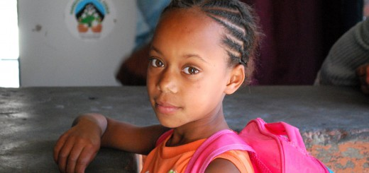 Mädchen in der Chã das Caldeiras auf Fogo. Foto: Milton Cesar Gonçalves