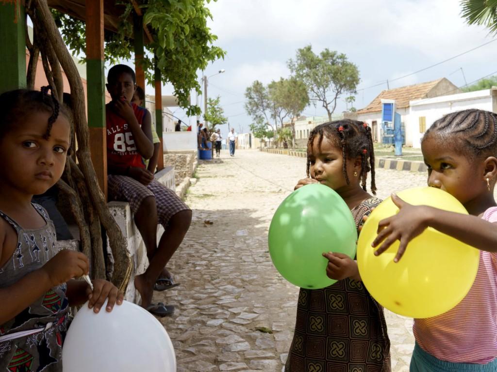 kapverden_maio_kinder_luftballons_02