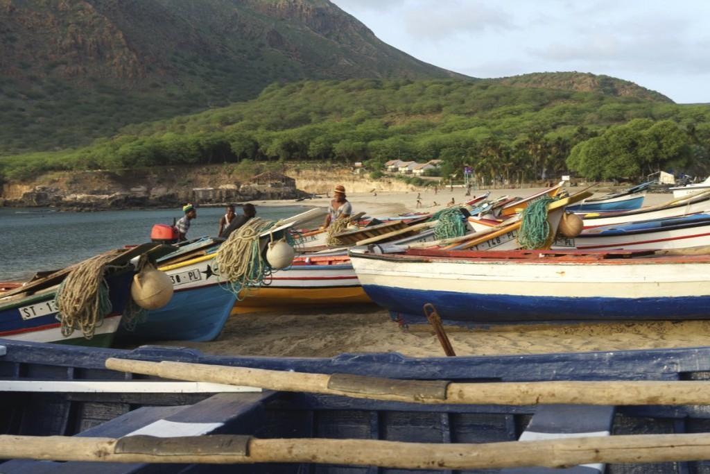 tarrafal_santiago_strand_fischerboote